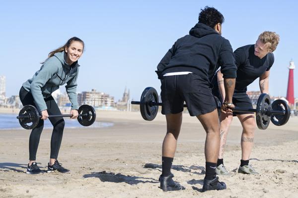 Bekende workouts op het strand
